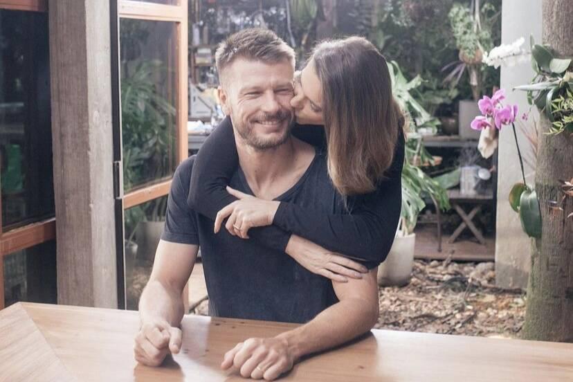 Rodrigo Hilbert faz aniversário e ganha surpresa de Fernanda Lima