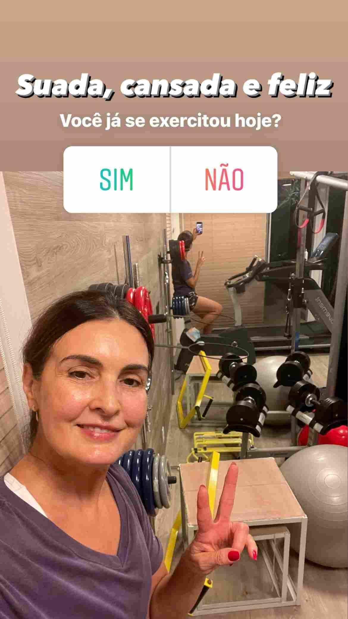 Fátima Bernardes posa sem make durante treino: 'suada, cansada e feliz' (Foto: Reprodução/Instagram)
