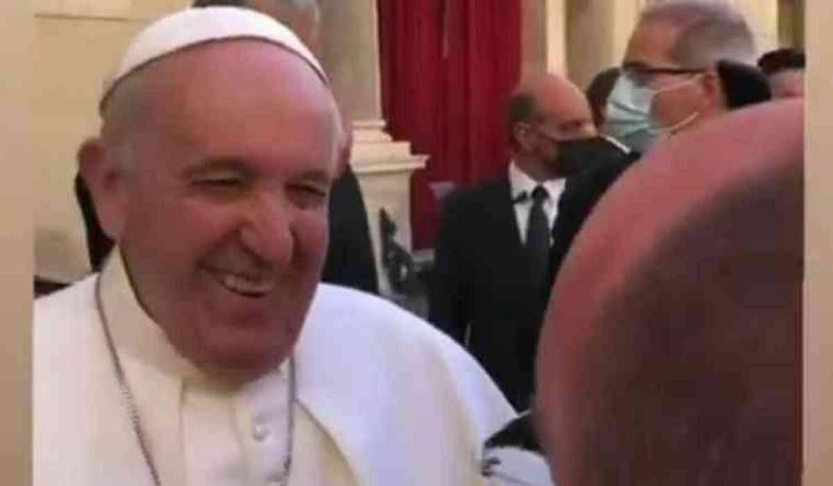 Papa brinca sobre o Brasil e vira meme: 'muita cachaça e pouca oração'