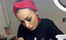 Andressa Urach surge como manicure: 'recomece quantas vezes for necessário'