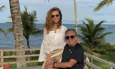"""Galvão Bueno posta foto com Desirée Soares e se declara: """"Eu e meu amor"""""""