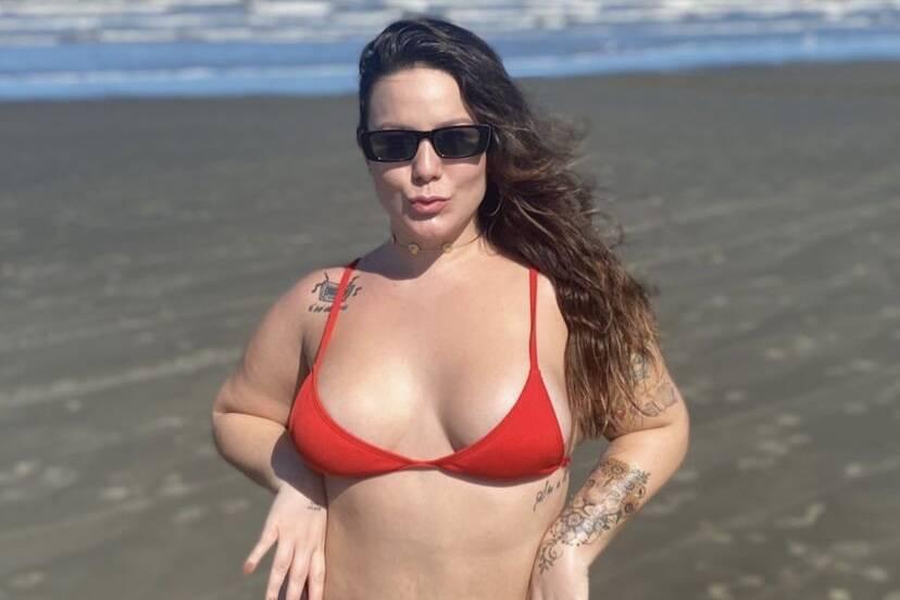 "Ex-BBB Maria Claudia rebate críticas: ""Para que machucar meu corpo?"""