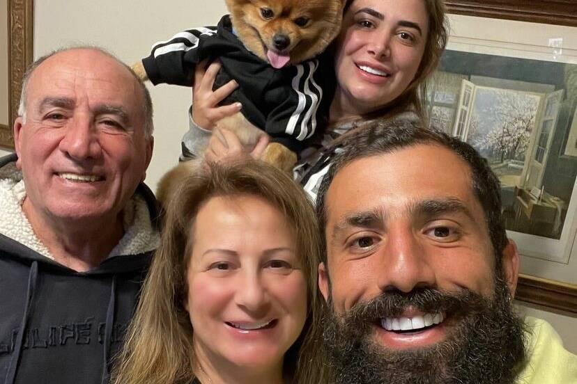 """Kaysar Dadour reencontra a família após 'No Limite': """"Saudade demais"""""""