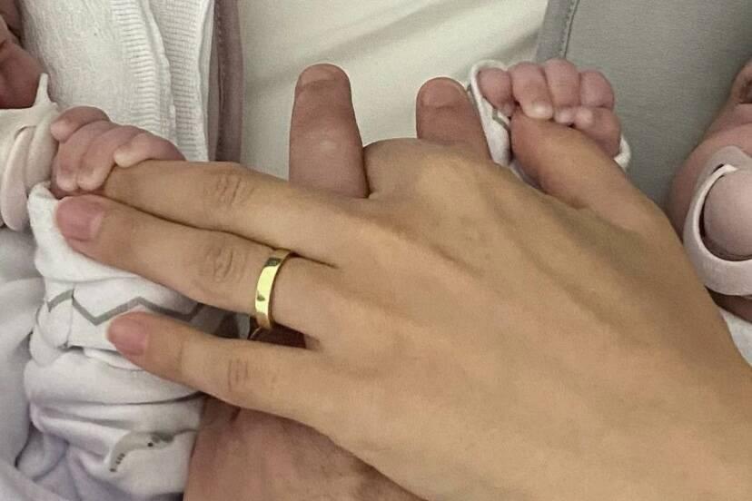 """Marcella Fogaça e Joaquim Lopes comemoram os 2 meses das gêmeas: """"Minha família"""""""