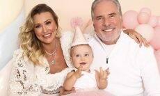 Ana Paula Siebert e Roberto Justus comemoram o primeiro aniversário da filha