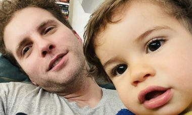 """Thiago Fragoso compartilha os primeiros passinhos do filho: """"Momento de agradecer"""""""