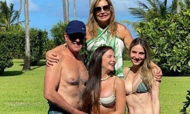 Gabi Martins posa com a família na Bahia: 'o bem mais precioso'