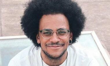 Ex-BBB João Luiz sofre ataques na web: 'querem destilar racismo'