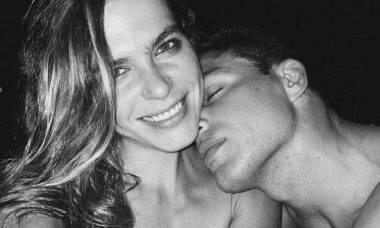 Mariana Goldfarb posta clique com Cauã Reymond: 'o amor é a resposta'