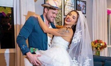 Noivos, Paula Amorim e Breno posam em ensaio de casamento caipira