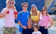 Após lua de mel, Sasha e marido curtem parque de Orlando com amigos
