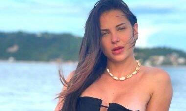 Gabi Martins posa de biquíni em viagem na Bahia: 'curtindo esse paraíso'