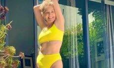 Aos 63 anos, Sharon Stone posa de biquíni curtindo dia de sol: 'feliz verão'
