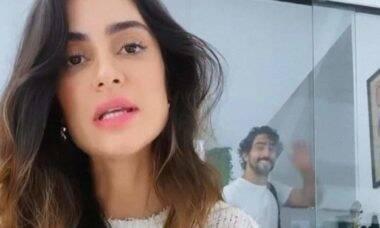 Thaila Ayala diverte fãs ao exibir Renato Goés 'atrapalhando' sua gravação
