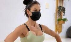 Andressa Suita posa fazendo exercício para corrigir estiramento na barriga