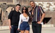 Solteira, Kim Kardashian curte viagem para Roma com dois amigos