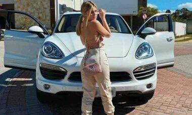 Viih Tube gasta R$ 500 para abastecer sua Porsche: 'perrengue chique'