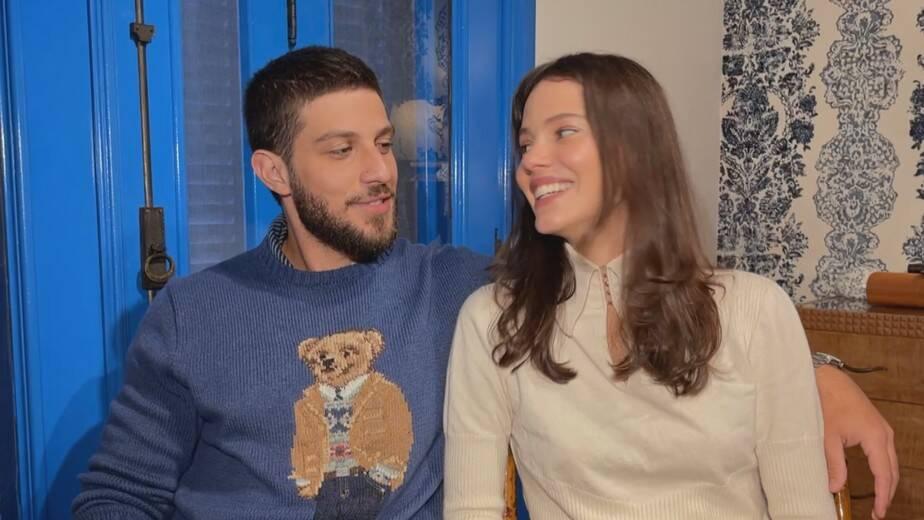 Chay Suede e Laura Neiva falam sobre segundo filho: 'é um menino' (Foto: Reprodução/Globo)