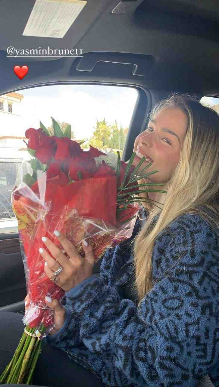 Yasmin Brunet ganha flores de Gabriel Medina por seu aniversário (Foto: Reprodução/Instagram)[/caption]