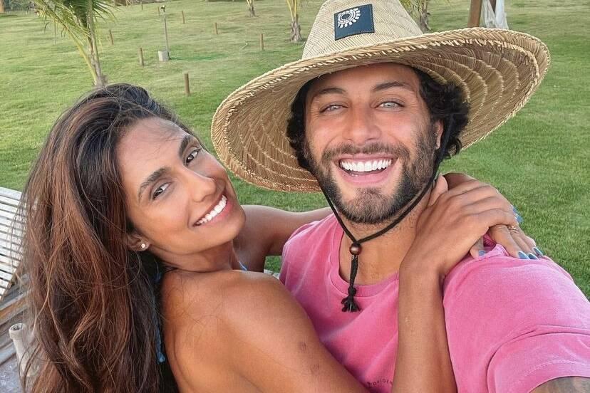 Jesus Luz e Carol Ramiro curtem viagem romântica juntinhos