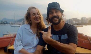 """Gabriel O Pensador celebra clipe ao lado da namorada: """"Sorte grande"""""""