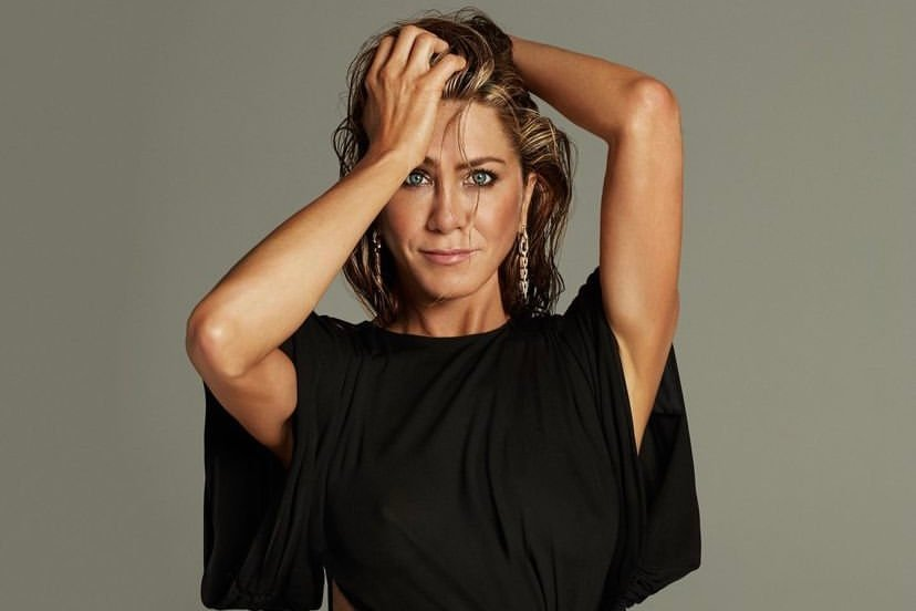 """Jennifer Aniston diz como lida com a fama: """"Autoconsciência é a chave"""""""