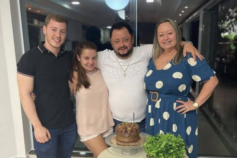 """Maiara celebra aniversário do pai ao lado da família e se declara: """"Minha maior inspiração"""""""