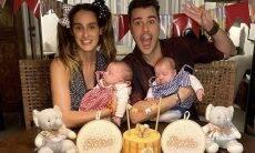 Joaquim Lopes e Marcella Fogaça comemoram os 3 meses das filhas gêmeas