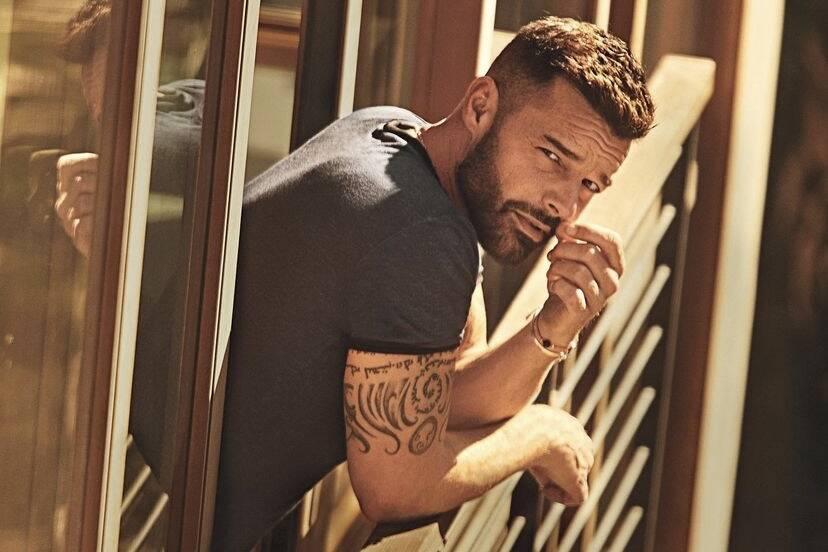 """Ricky Martin relembra entrevista antes de se assumir gay: """"Me senti violado"""""""