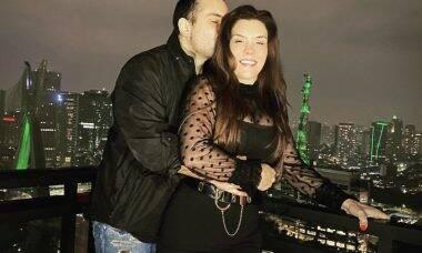 """Simony posta foto com o noivo e se declara: """"Decidimos ser felizes"""""""