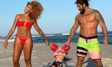 Sheron Menezzes se diverte com família em praia: 'apaixonada por vocês'