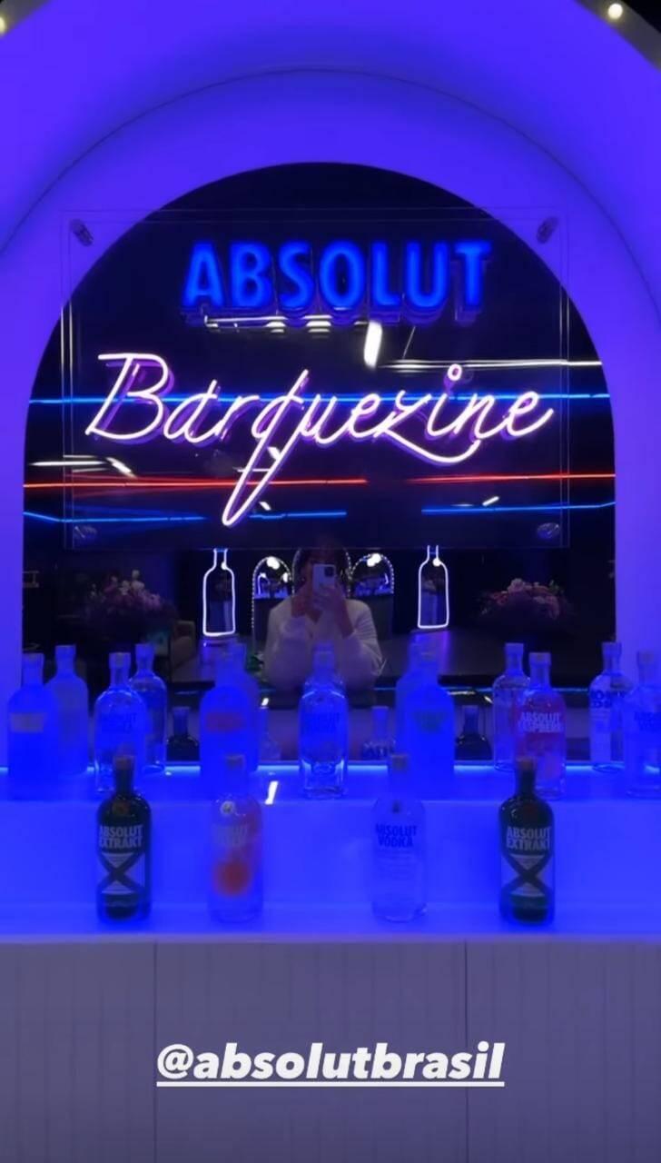 Bruna Marquezine ganha bar em garagem transformada em balada: 'barquezine' (Foto: Reprodução/Instagram)