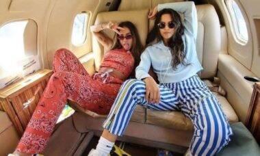 Anitta posa em jatinho com amiga: 'curtir uma noite de festa e voltar'