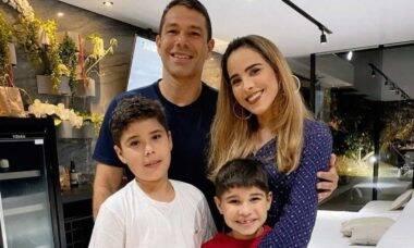 Wanessa Camargo comemora aniversário do marido em família