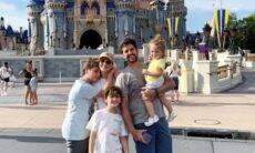 Claudia Leitte mostra cliques de viagem em família à Disney: 'especial'