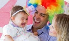 Carol Dias posta cliques do mêsversário da filha com tema de circo
