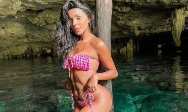 Brunna Gonçalves posa de biquíni no México e Ludmilla se derrete