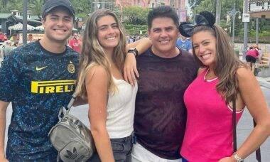 Cesar Filho curte viagem à Orlando com a família: 'meu maior patrimônio'