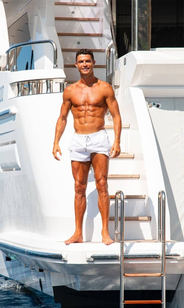 De férias! Cristiano Ronaldo posa com a família em iate (Foto: Reprodução/Instagram)