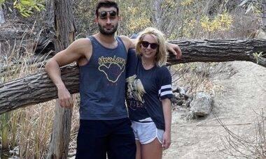 """Após revelar desejo de engravidar, Britney Spears brinca que seu namorado está com """"cara de pai"""""""