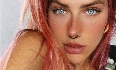 Giovanna Ewbank surge com o cabelo rosa e seguidores aprovam o visual