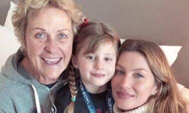 """Gisele Bündchen posa com a mãe de Tom Brady e se derrete: """"Melhor sogra"""""""