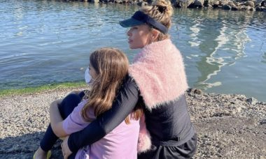 """Grazi Massafera compartilha foto com a filha e se derrete: """"Companheira da vida todinha"""""""