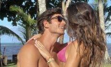 """Isis Valverde posa com o marido em dia de sol: """"Saudade de um calorzinho"""""""