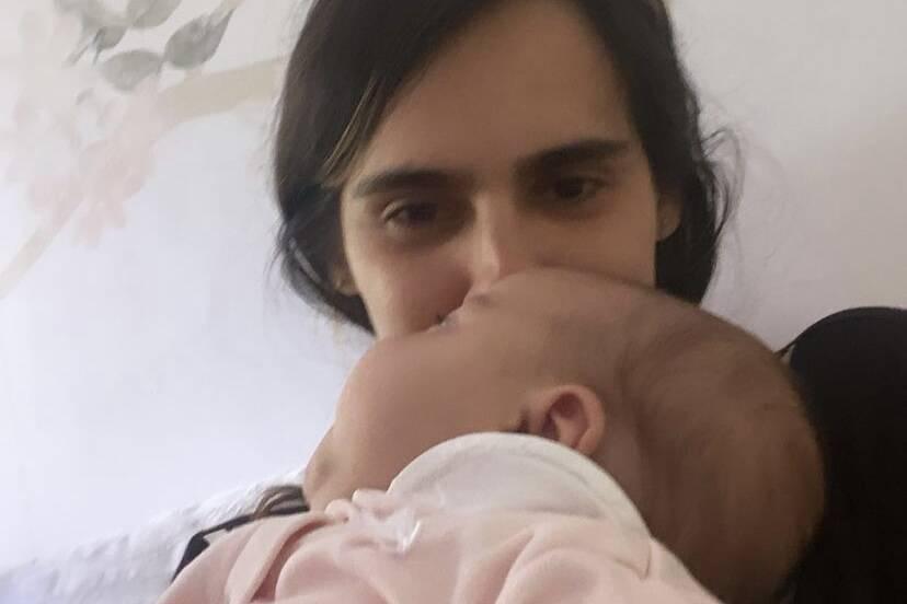 """Marcella Fogaça explica ida ao hospital com a filha: """"Engasgou dormindo"""""""