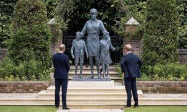 William e Harry inauguram estátua de Lady Di no 60º aniversário da princesa