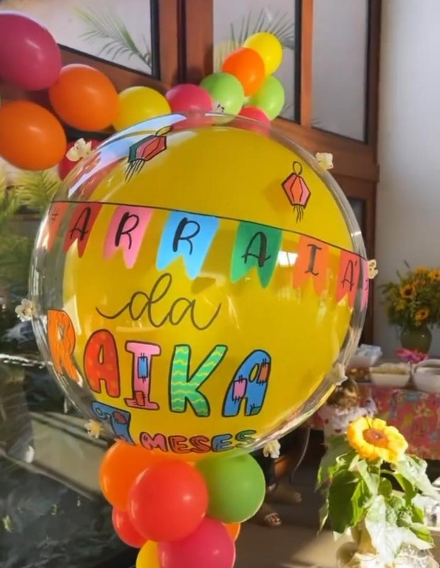 Romana e Alok celebram mêsversário de Raika com tema de festa junina (Foto: Reprodução/Instagram)