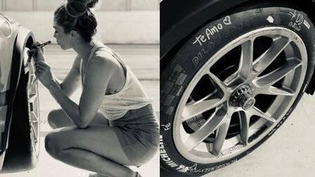 Caio Castro vence corrida com direito a recado de Grazi no pneu do carro (Foto: Reprodução/Instagram)