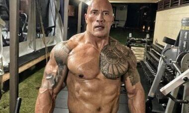 """The Rock desabafa sobre seu tanquinho: """"Ele não é perfeito"""""""
