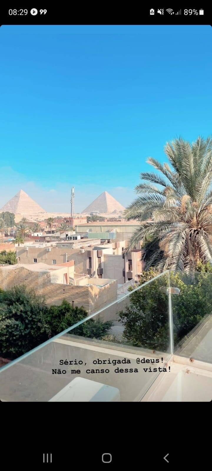 Carla Diaz posta clique de sua viagem ao Egito: 'energia surreal' (Foto: Reprodução/Instagram)